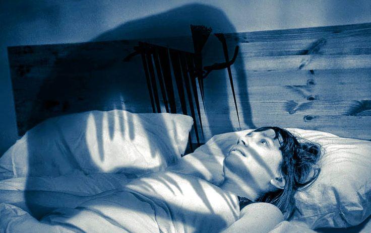 Сонный паралич не возможность двигаться после пробуждения в результате яркого, волнующего сновидения, ночного кошмара. Это нормальное биологическое явление