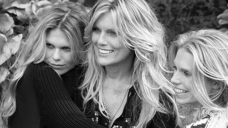 Patti Hansen, Theodora and Alexandra Richards – Like Mother, Like Daught...