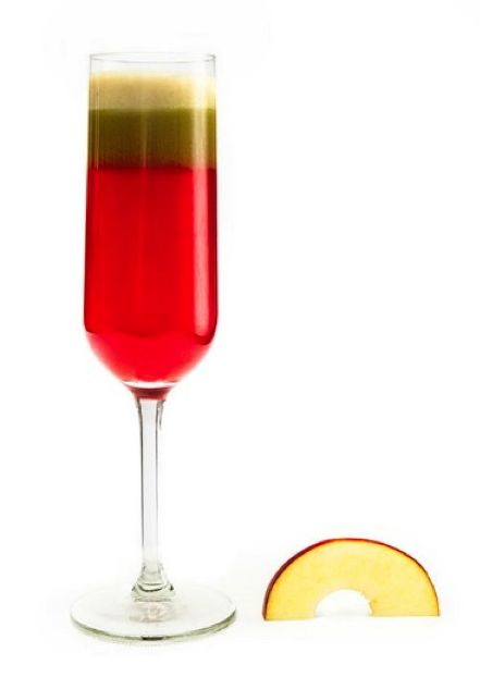 Green Pom-Pom Juice; 2 apples, 2 celery stalks, 1 handful of spinach, 1 cup/250g. pomegranate seeds