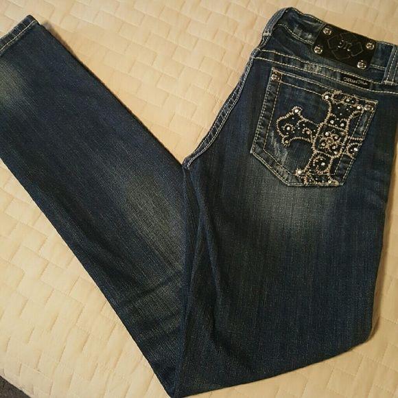SALEMISS ME SKINNY JEANS NWOT Miss Me  Skinny jeans Size 30/34 Dark denim. Distressed LIKE NEW! FINAL PRICE ☆PRICE DROP *NO TRADES PLEASE* Miss Me Jeans Skinny