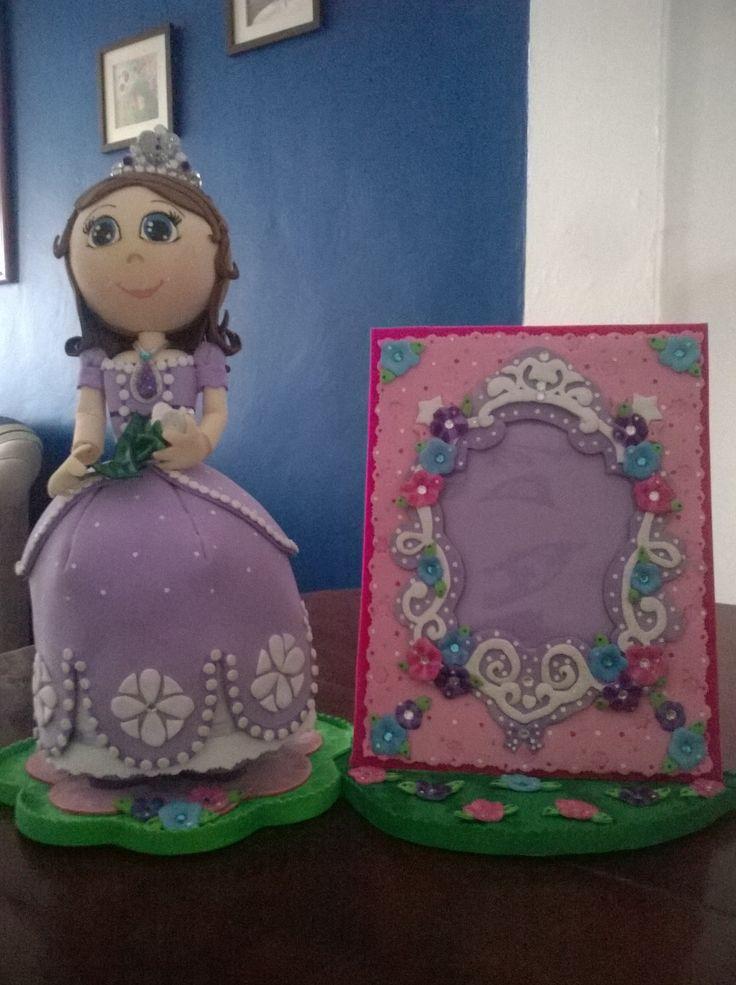 Fofuchas Princesa Sofía con portarretrato todo en foami