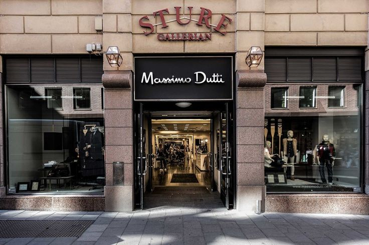 Massimo Dutti updates its presence in Sweden. The Inditex clothing brand has opened a newly-refurbished store at Sturegallerian shopping mall in Stockholm. The shop has reopened with a new look and stocks the brand's menswear and womenswear collections. The store update is part of Inditex's expansion strategy and follows the group's entry into Belarus this year #massimodutti #stockholm #thelocationgroup #shopopening #storeopening #elocations