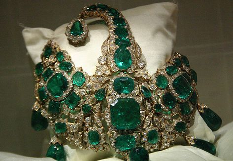 99 best z royal jewels images on pinterest crowns for Indian jewelry queens ny