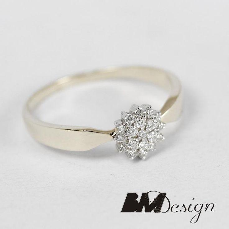 Zjawiskowy pierścionek z diamentami oprawionymi w formie kwiatka projekt i wykonanie BM Design!