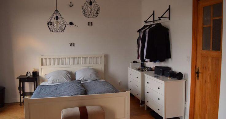 Wunderschönes WG-Zimmer in der Hafenstadt mit großem Bett, Anker-Wanduhr, Kommode und Kleiderstange  #Hamburg #WG #Kleiderstange #Wanduhr #Anker
