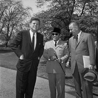 -sahabat lama J.F Kennedy-