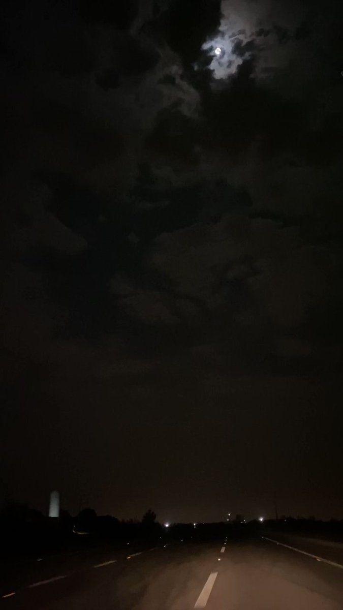 On Twitter الله على ذا الليل لو كان ما جابك Night Sky Photography Night Landscape Ocean At Night