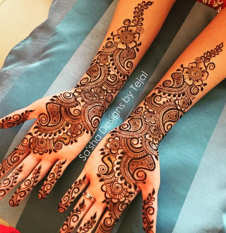 #bridalhenna #bridalmehndi #mehndi #mendhi #henna #london #bromley#hennaartist#mehndiartist#artist #weddingplanner #eventplanner #mehndinight#party#celebration#indianbride #indianwedding #asianwedding #paisley#vines#flowers#tattoo #tats #naturalhenna#gulf#arabic #design #symmetry