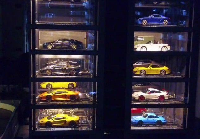 Singapura está entre os 10 países com maior IDH, o Índice de Desenvolvimento Humano, além de ter o terceiro maior PIB per capita do mundo. Centro financeiro poderoso e lar de muitos milionários, é lá que foi criada a primeira 'vending machine' de carros do mundo. É isso mesmo: em vez de salgadinhos ou refrigerantes, eles têm máquinas que vendem carros de luxo. O conceito foi criado e realizado pela loja Autobahn Motors, que vende veículos usados. Segundo Gary Hong, o diretor geral da…