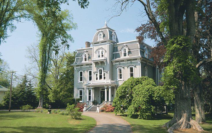 Nova Scotia Hotel - Book a stay at the elegant Queen Anne Inn in Annapolis Royal.