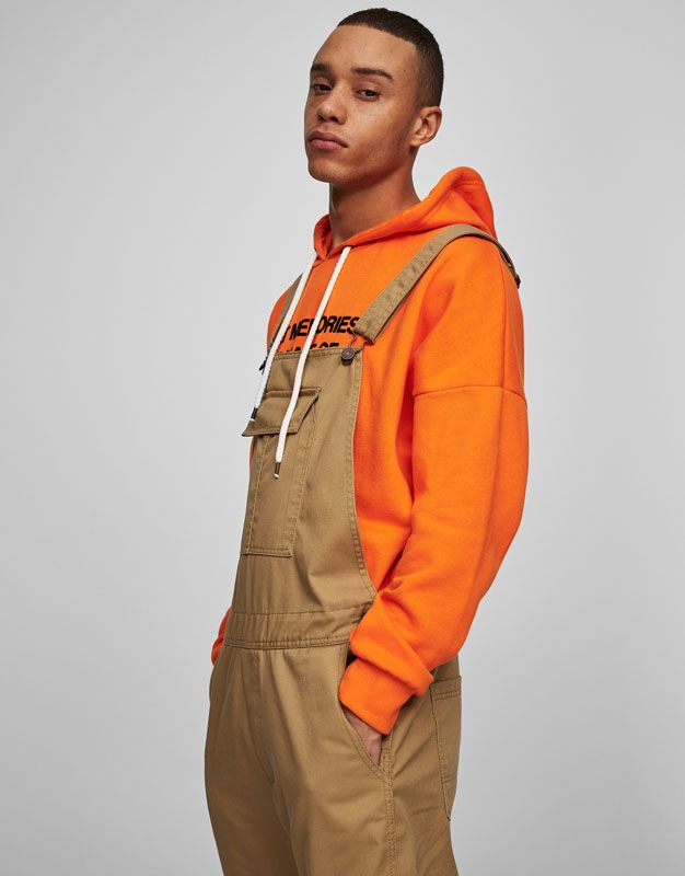 Pull & Bear online. Our Pull & Bear online page offers you useful information about this brand, which thus far you perhaps weren't able to find. You will learn about the Pull & Bear stores, their opening hours and you will even find here maps to the nearest stores.