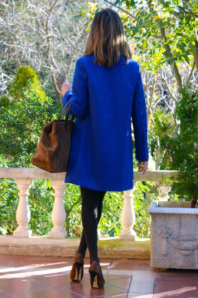 Fashion and Style Blog / Blog de Moda . Post: The importance of the color in winter time / La importancia del color en invierno .More pictures on/ Más fotos en : http://www.ohmylooks.com/?p=26093 .Llevo/I wear: Coat / Abrigo : Sheinside ; Skirt-pants / Falda-pantalón ; Stradivarius (old) ; Blouse / Blusa : Zara ; Shoes / Zapatos : Baker (old) Bag / Bolso : Pedro Miralles (old)