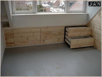Bekijk de foto van mijnspeeltuin met als titel ingebouwde laden onder schuin dak en andere inspirerende plaatjes op Welke.nl.
