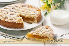Crostata con pasta frolla allo yogurt e marmellata di arance, soffice e morbida. Una ricetta facie e genuina, un dolce leggero per la colazione e merenda.