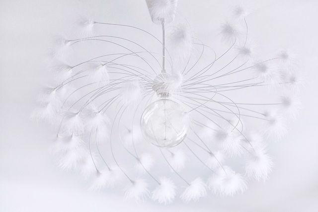 suspension en m tal peint en blanc et plumes d 39 oie blanches boheme chic pinterest paris. Black Bedroom Furniture Sets. Home Design Ideas