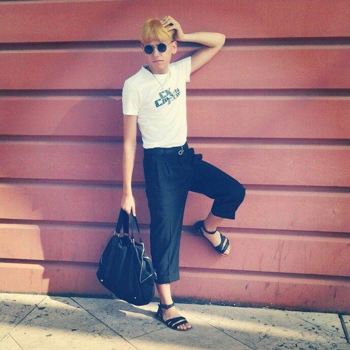 Una mattina d'estate con mia madre sono andato al centro commerciale vestito da Calvin Klein Zara Ovs con i pantaloni vintage creati da me.