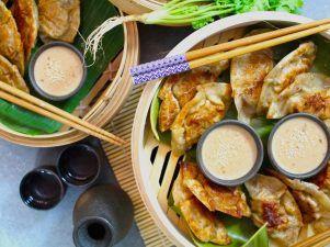 dumplings - Det är hur enkelt som helst. Kyckling och koriander dumplings med en krämig och smakrik...