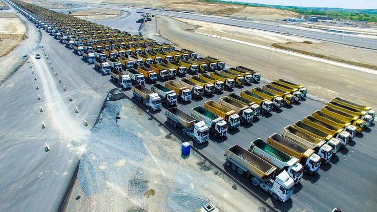 In honor of the 564th anniversary of the conquest of #Constantinople, a large-scale event took place in #Turkey. It claims to be included in the #Guinness Book of Records. A column of 1453 trucks drove 3 kilometers along the runway of the airport under construction. Preparation for the record took 7 hours, it was attended by 3000 people, the distance was overcome in 1 hour 47 minutes, moving at a speed of 3.2 km/h. Previous record held the #Netherlands, it was attended by 416 trucks. It was…