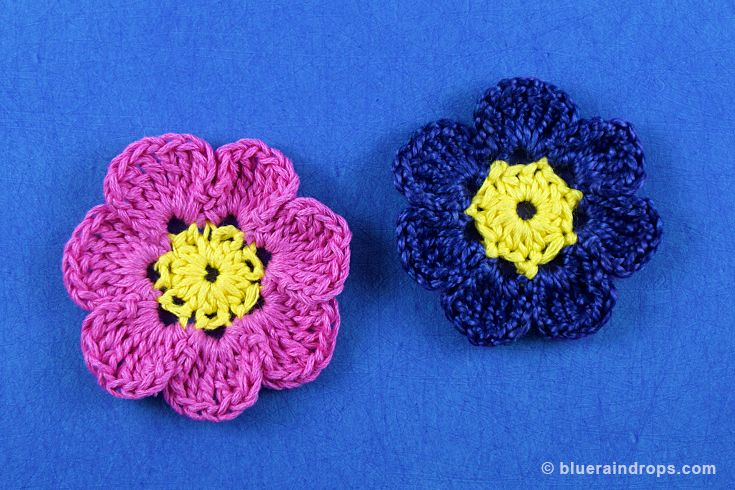 Two-colored crocheted flower, see tutorial