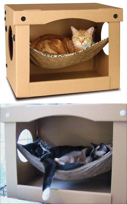 La solide boîte en carton renferme un hamac confortable pour se blottir dedans et a des fenêtres en forme de hublots pour garder un œil sur tout.