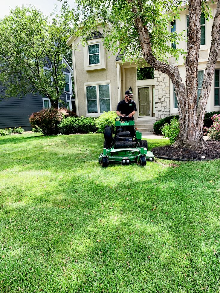 Parkville MO Mowing in 2020 Lawn service, Mowing, Lawn care
