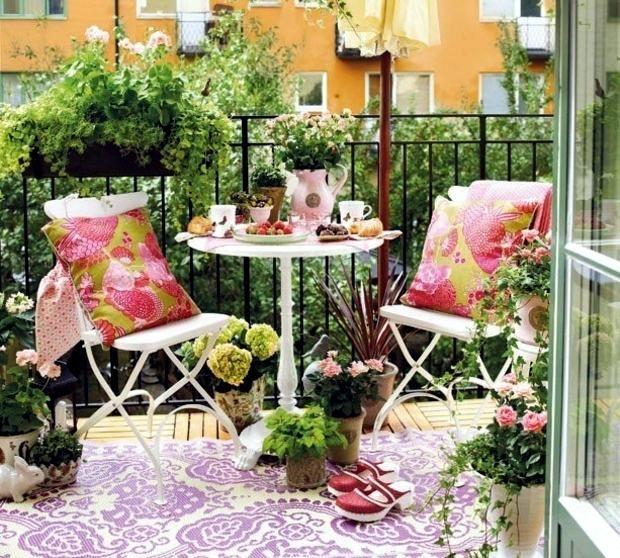 balcon fleuri une oasis de fleurs lors de la saison froide design pots et oasis. Black Bedroom Furniture Sets. Home Design Ideas