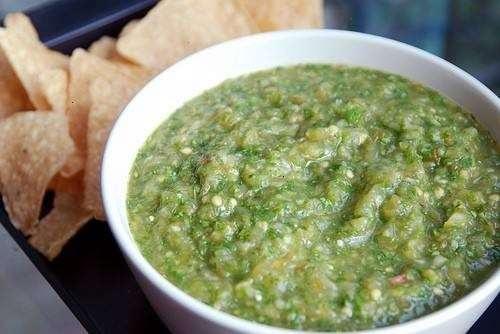 Salsa verde (tomatillo salsa) | de.lish | Pinterest