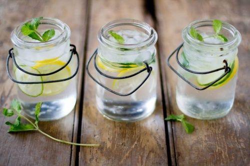 Getränke, um den Körper zu entzuckern