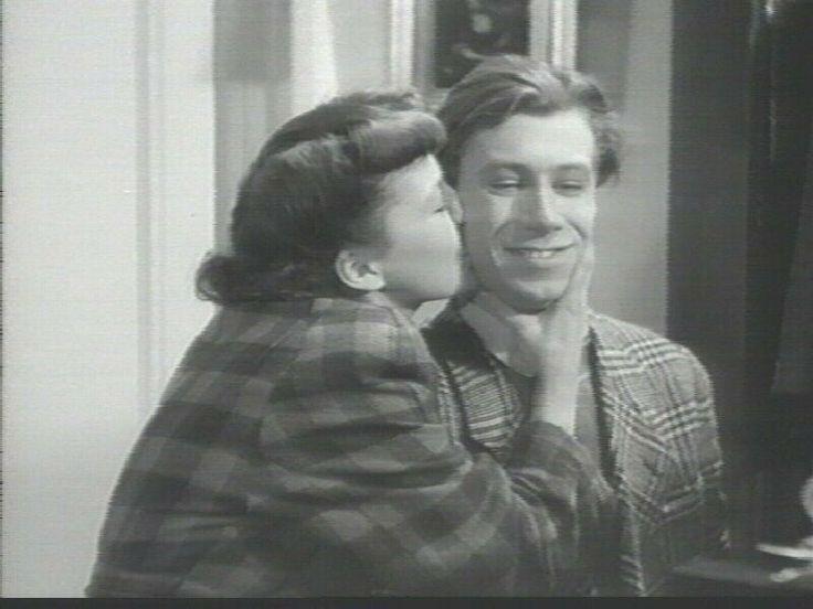 Astrid Villaume og Preben Neergaard, i Far betaler fra 1946.