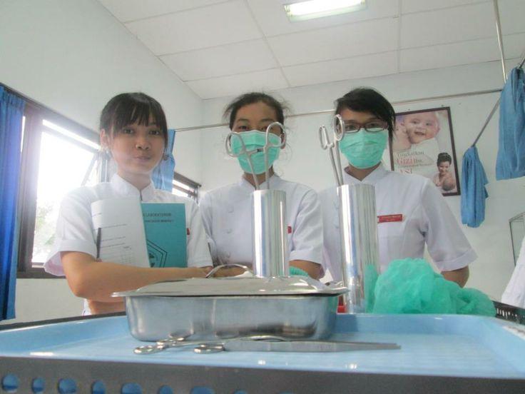 pertama kali praktek lab