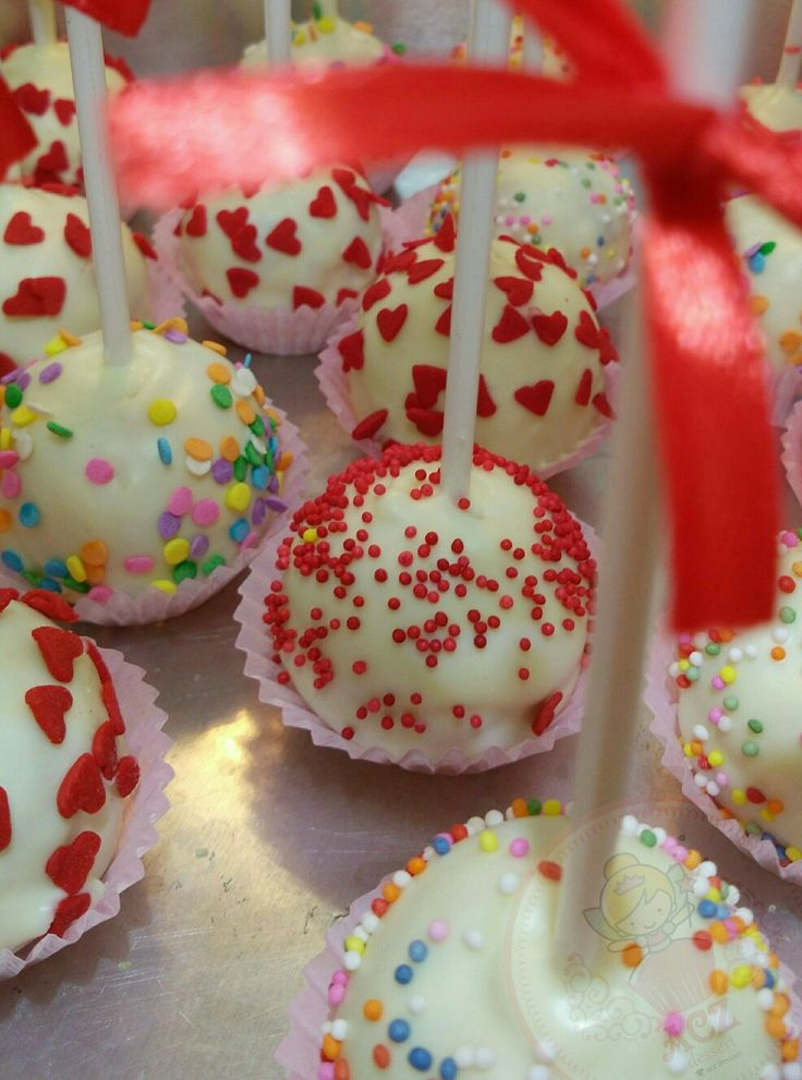 Some cakepops will complete your party