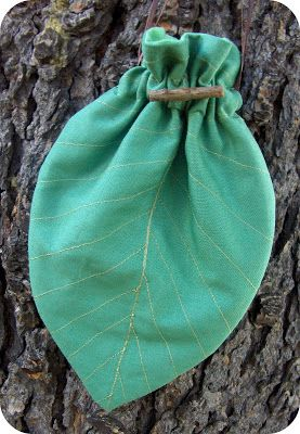 Instructions for a Bag that looks like a leaf, maybe for playing something elf like at LARP