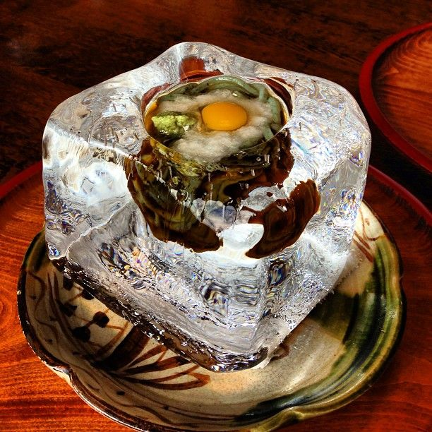 氷の器でいただく「よもぎうどん」 冷たくて、とても美味しかったです!