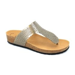 These #metallicsandals by #Gabor are on trend in 2016! The 43712 Dotty #thongsandal #silversandal is a must-have