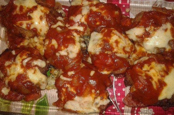 A Carne Moída à Parmegiana é uma opção deliciosa e econômica para a refeição da sua família. Experimente! Veja Também:Carne de Panela Prática Veja Também: