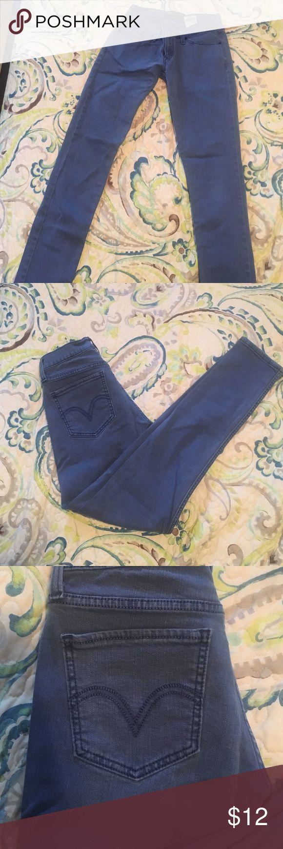 Levi's blue skinny pant (jean material) Levi's skinny pant in blue (not denim). Jeans Skinny
