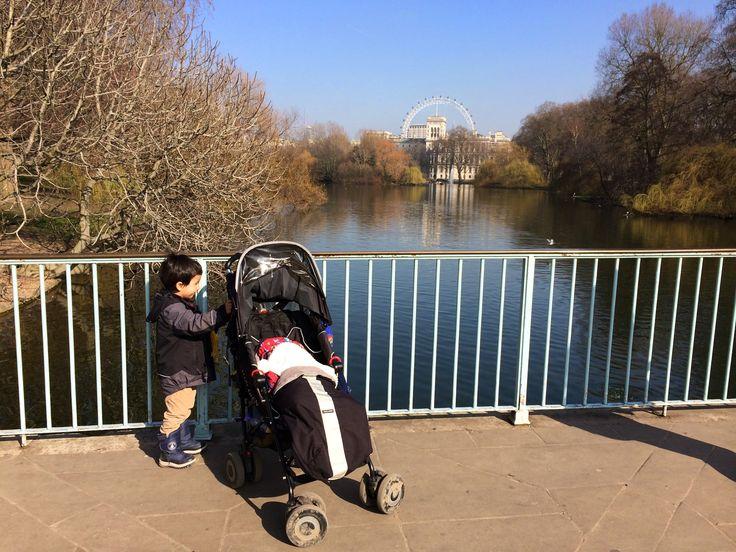 İki Çocukla Londra Seyahati