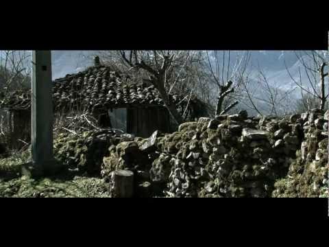 Documental basado en el estudio del mismo título, elaborado por READER y que trata sobre el abandono de los pueblos y sus consecuencias. Asturias es la comunidad con más núcleos de población deshabitados de nuestro país.  Dirección: J.K. Álvarez  Guión: Diego Cándano/Yolanda Díez  Voces en off: Luis Miguel Rebustiello