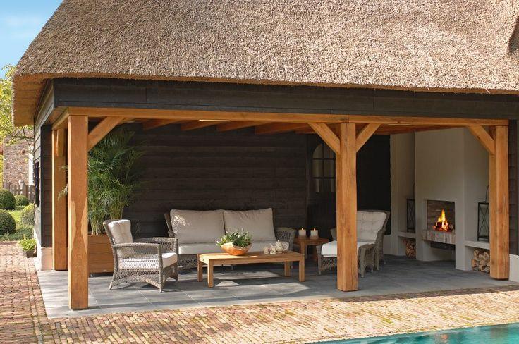 Kolekcja mebli ogrodowych Dominica to tradycyjna propozycja firmy Borek, idealnie pasująca do klasycnych ogrodów. Komfort, najwyższa jakość zastosowanych materiałów oraz praktyczność użytkowania dopełniają całości. Holenderska firma Borek i jej projektanci gwarantują te cechy w każdej ze swoich kolekcji.