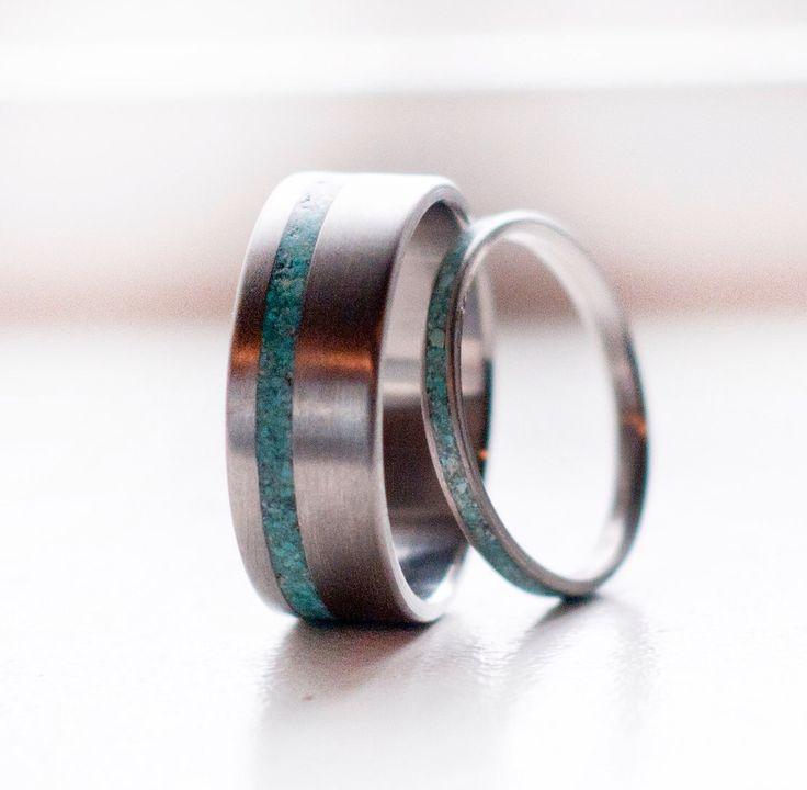 Correspondant paire Turquoise Wedding Bands argent anneaux ou bagues en Titanium par StagHeadDesigns sur Etsy https://www.etsy.com/fr/listing/186260002/correspondant-paire-turquoise-wedding