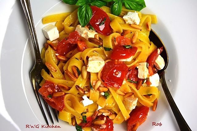 R'n'G Kitchen: Tagliatelle z bałkańskim kozim serem, orzeszkami p...