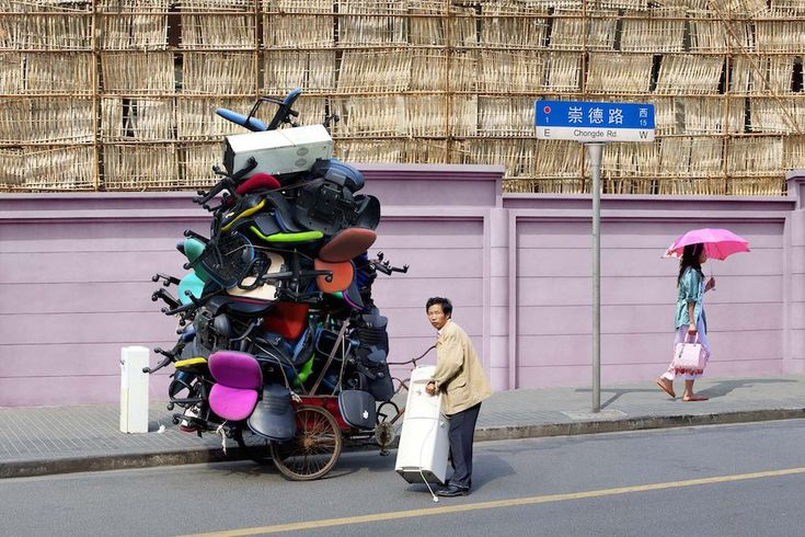 Beautiful Homage to Couriers of Shanghai