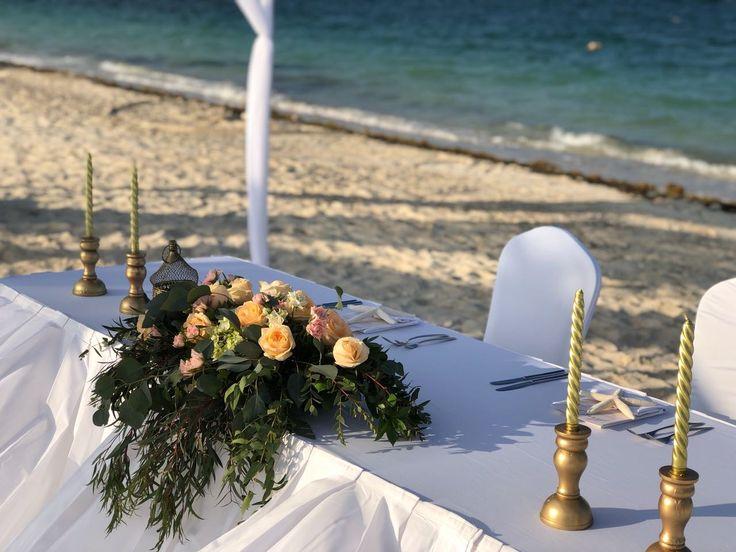CBC449  wedding Riviera Maya sweet heart table centerpieces with pink and peach flowers / centro de mesa mesa de novios con flores durazno y rosas