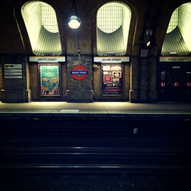 BuzzFeed: 17 Atmospheric Pictures Of The London Underground With No-One Around (This one. It's Baker Street. And it has a freaking Keane poster. My brain is exploding.) #photography