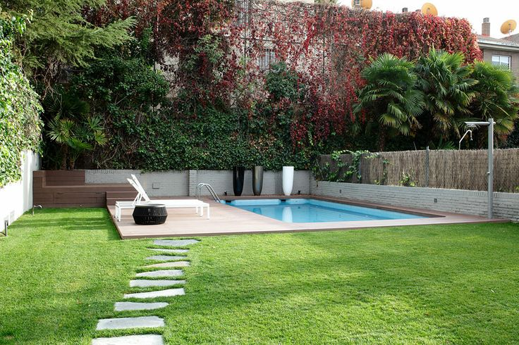 30 best images about paisajismo on pinterest terraced for Jardin con piscina