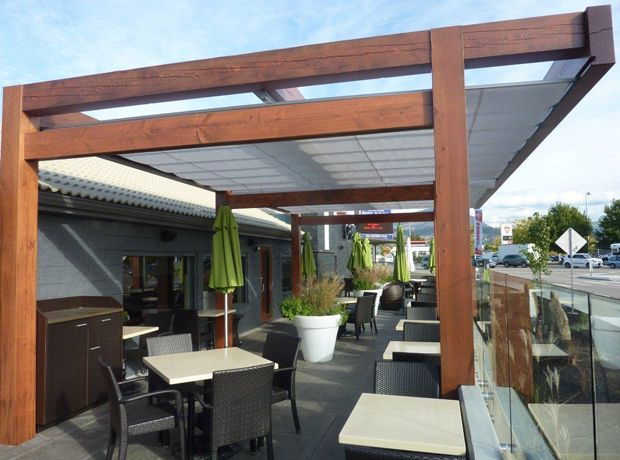 Cantilever Retractable Canopies at Ora Restaurant in Kelowna 3