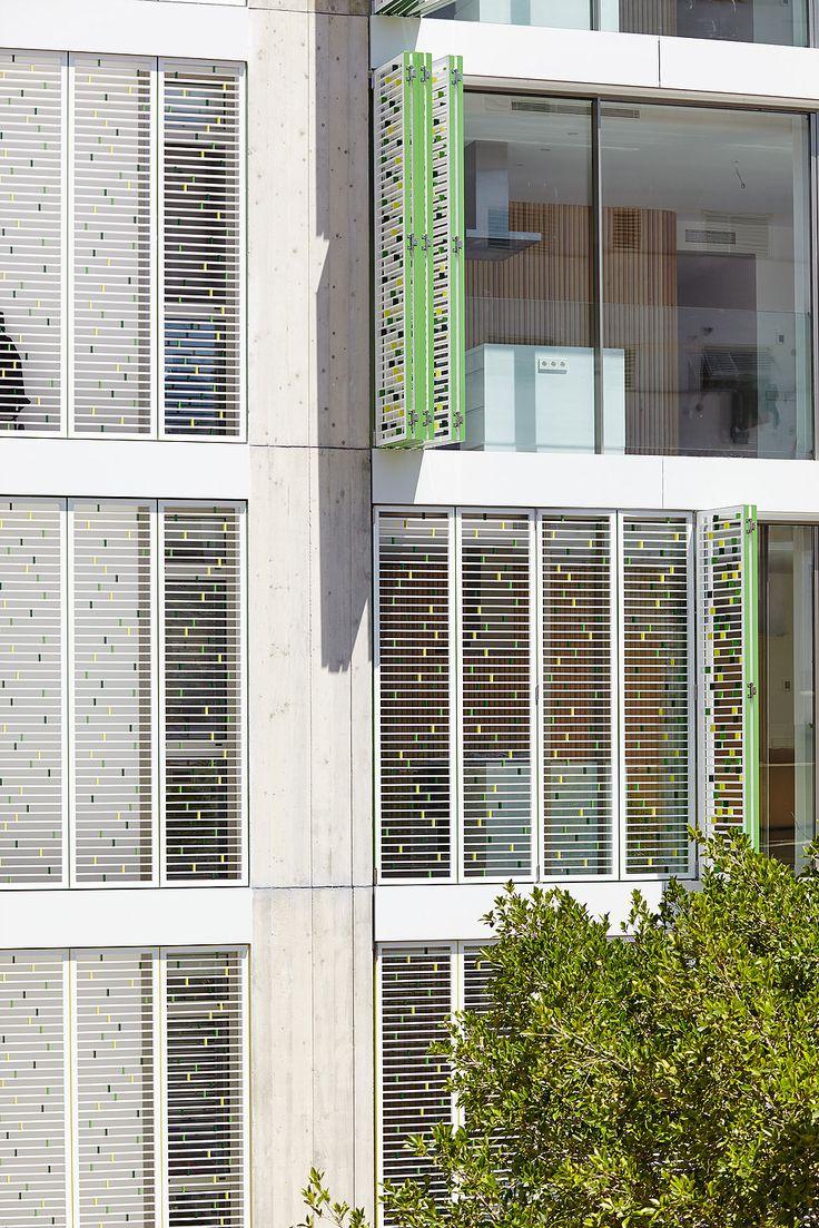 Celosía de aluminio prácticable para edificio de viviendas en Via Púnica, IBIZA. By Riventi. Mixis Arquitectos. Pic. Xavier Duran