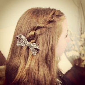 """The Knotted Pullback {3-Minute Video Tutorial} - This is so cute, and easy to do... and it is """"Knot"""" a braid!!!  #Hairstyles #Knot"""