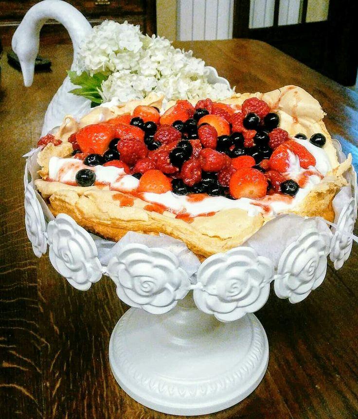 Pavlova de Frutos Vermelhos, uma delicia!!..