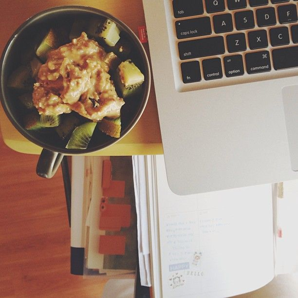 Dark chocolate oats with Sesame Cranberry PB   kiwi and Skype presentation for breakfast. Yes to multitasking. #oatmeal #wildfriends #pbaddict #fitspo #fitfam #breakfast #healthyfats #eatclean #eathealthy #cleaneats #vsco #vscocam #vscoph #Padgram